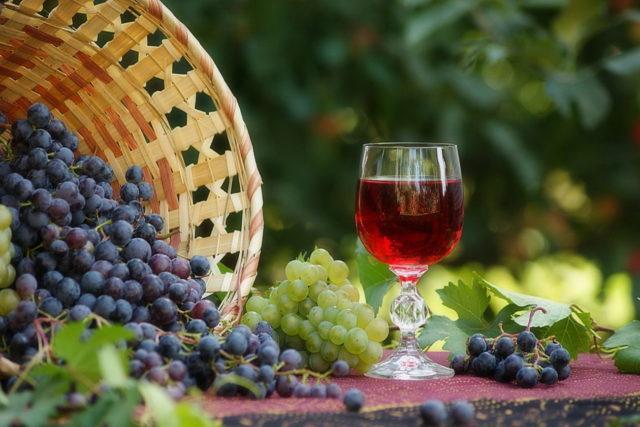 Дешевое вино из чанного осадка.
